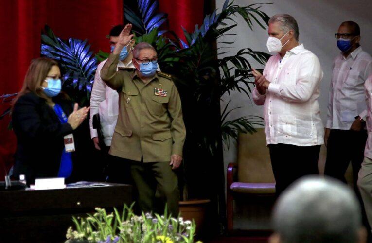 Raúl Castro renuncia como dirigente del Partido Comunista