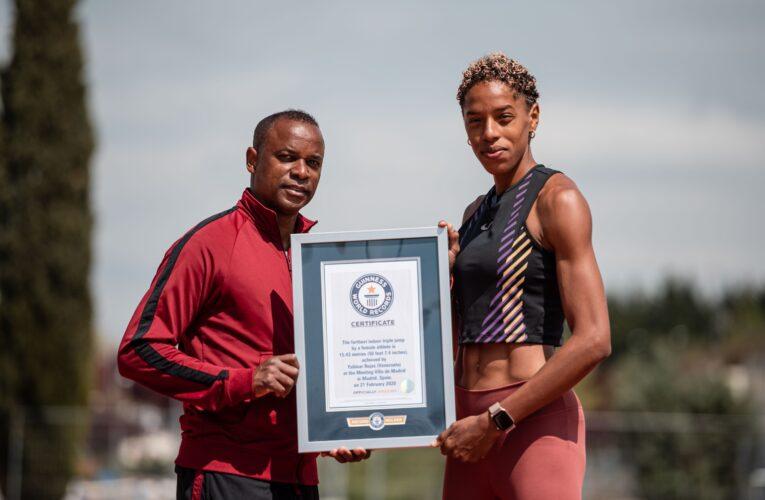 Yulimar Rojas recibió certificado de su récord Guinness
