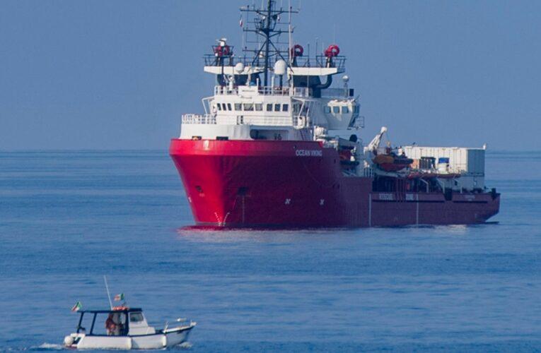 Buscan a 100 migrantes desaparecidos en el mar