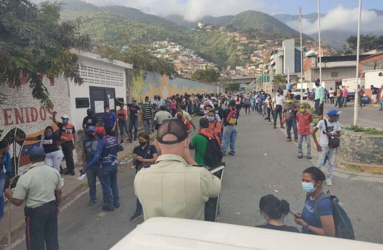 Polimunicipal dispersó aglomeración en la entrada del puerto de La Guaira