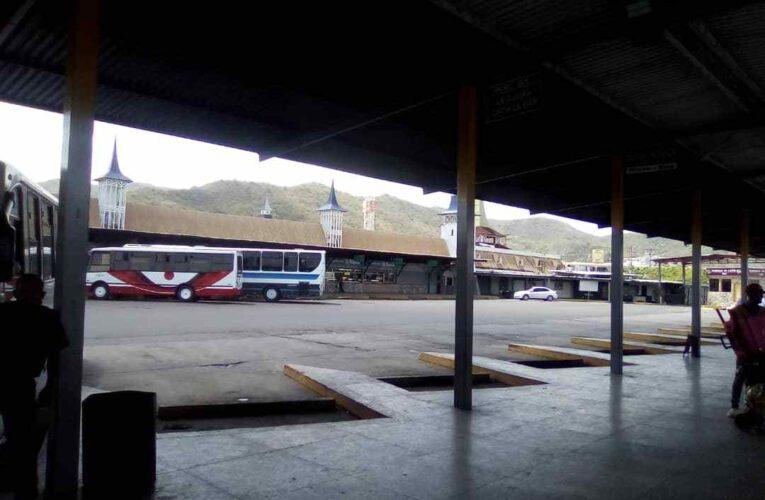 Buses de la Valencia-La Guaira desaparecen después del mediodía