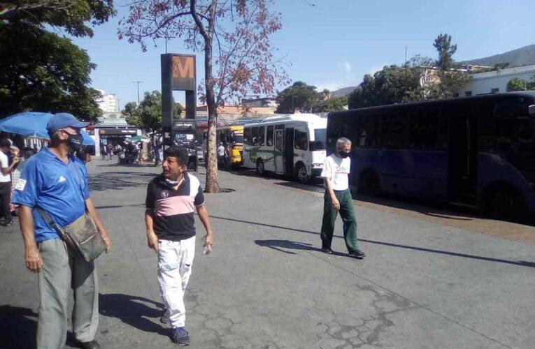 Choferes de la Caracas-La Guaira suspenderán el servicio en reclamo del aumento