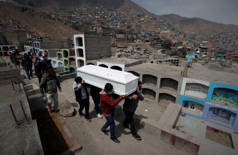Récord en Perú: Más de 400 muertes por covid en un día