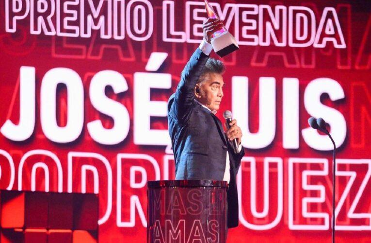 «El Puma» recibió el Premio Leyenda en los Latin AMAs