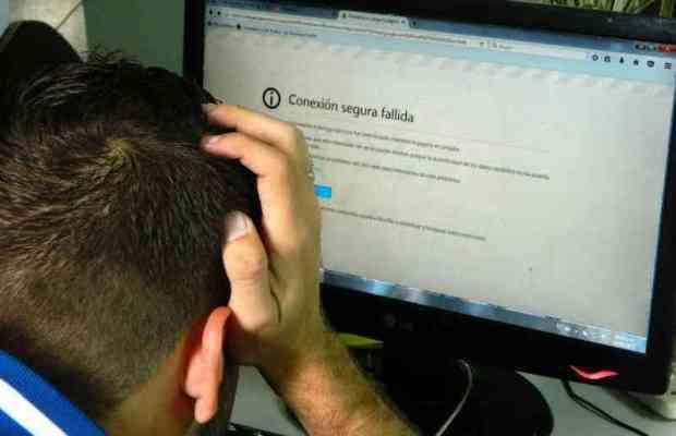 Estudiantes perjudicados por fallas con el Internet