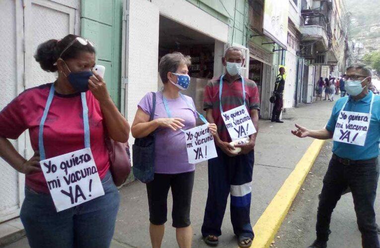 Varguenses toman la calle para exigir vacunas contra el covid
