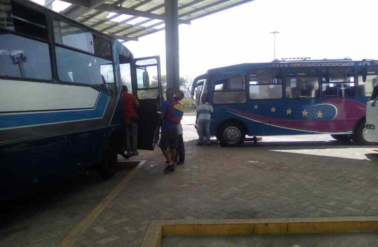 Choferes de la ruta Catia La Mar-Caracas exigen aumento del pasaje