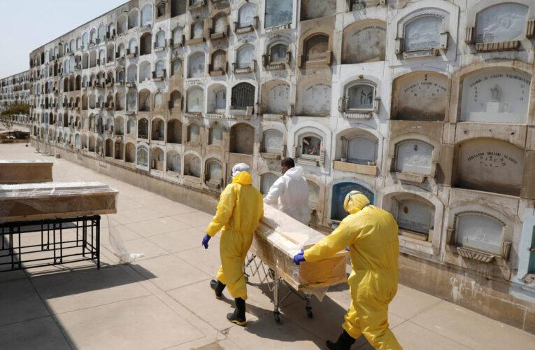 Récord de muertes diarias por covid en Perú