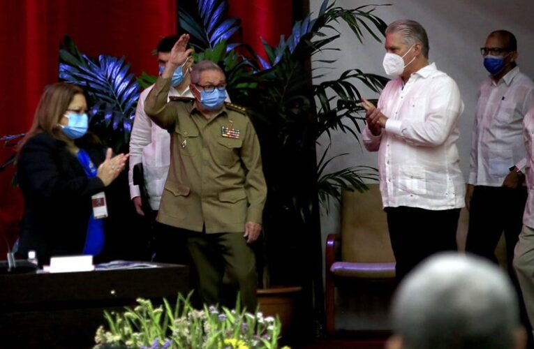Raúl Castro anunció su retiro como jefe del Partido Comunista de Cuba