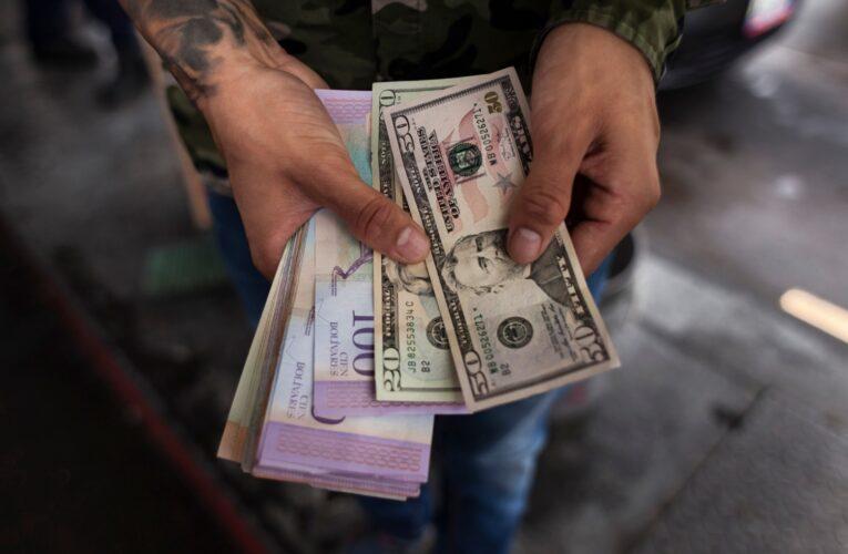 """Arreaza asegura que el uso del dólar """"será pasajero"""""""