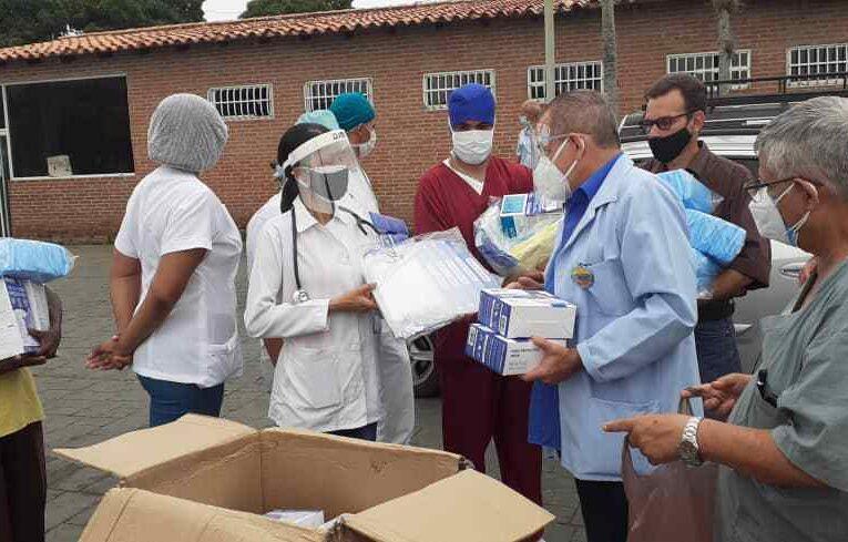 Médicos Unidos entregó equipos de protección en Carayaca