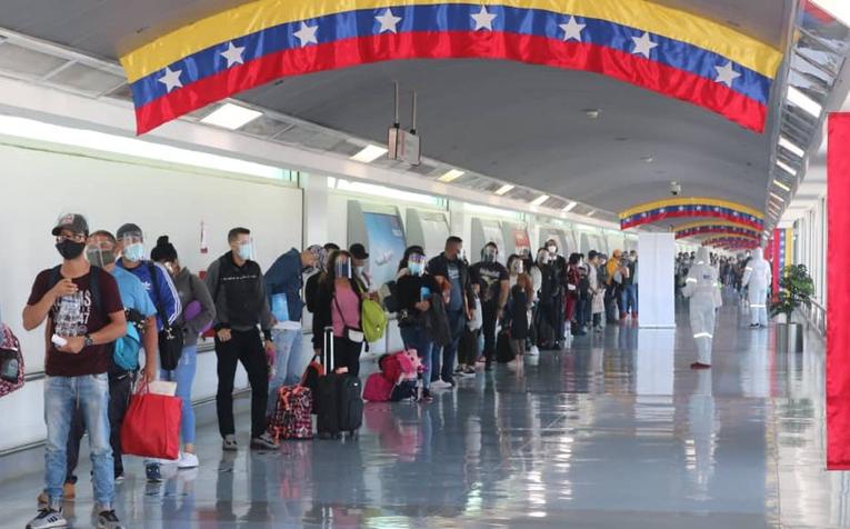 Detectaron 1.200 pasaportes falsos en Maiquetía en seis meses