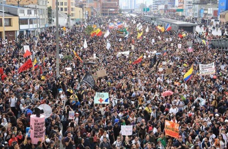 Colombia: Un muerto en masivas protestas contra el gobierno