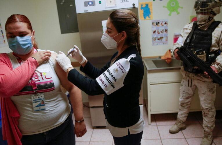 México recibe 1,2 millones de vacunas prestadas por EEUU