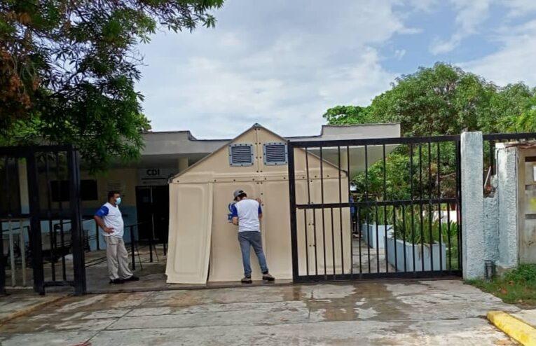 Montan carpa para triaje en CDI por aumento de covid en Naiguatá