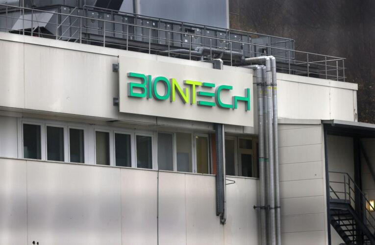 Vacuna de BioNTech no requiere modificaciones por nuevas cepas
