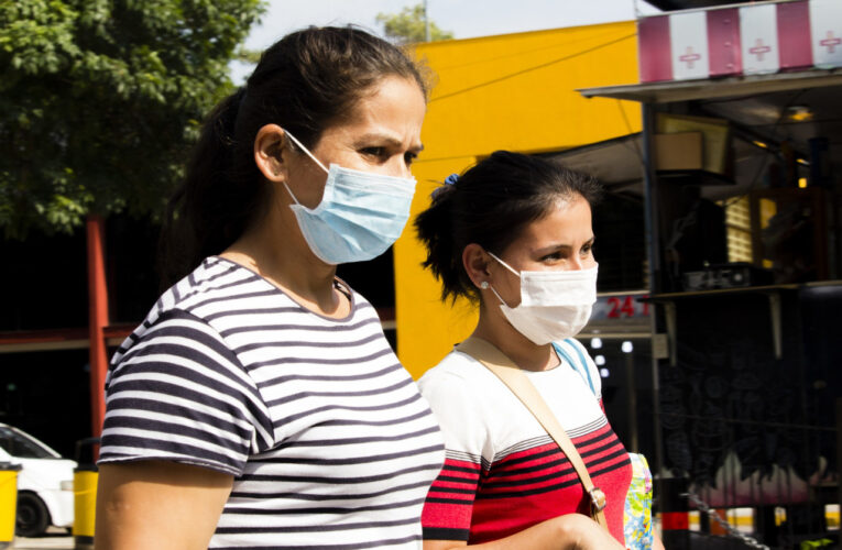 16 muertos y 956 contagios en Venezuela