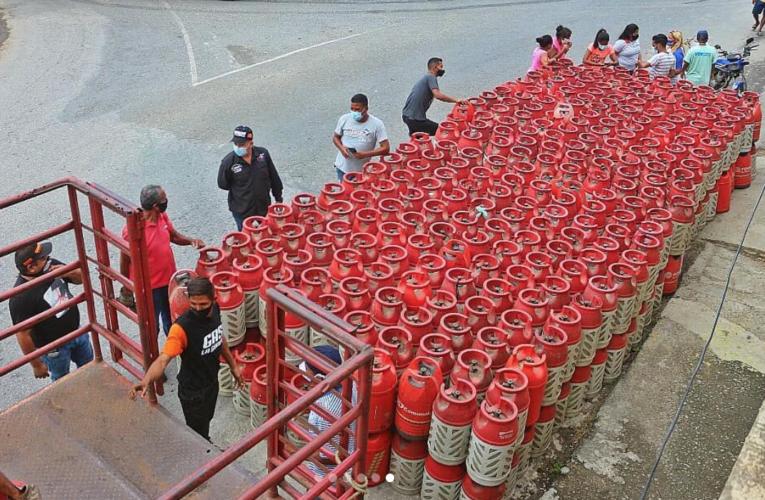 Gobernación inicia distribución de gas
