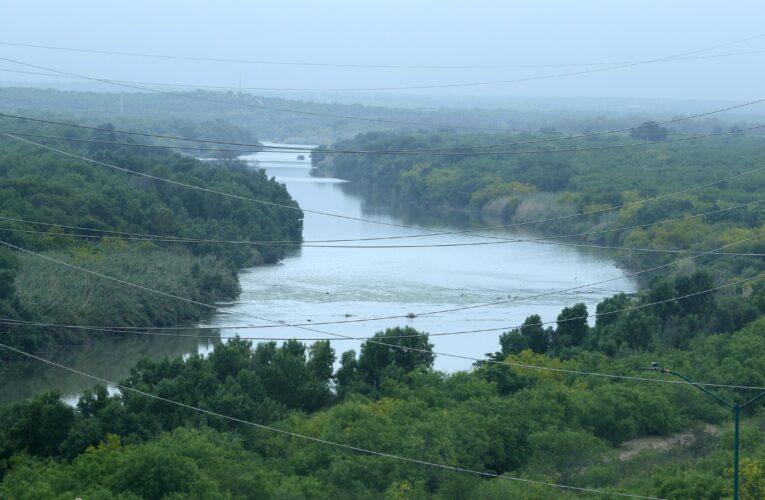 Venezolanos cruzaron el Río Grande y se entregaron en Texas