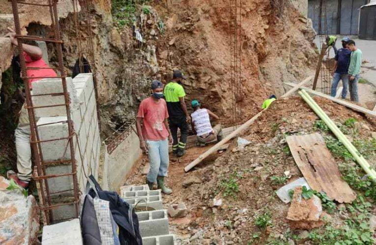 Avanza plan municipal de construcción de escaleras y caminerías