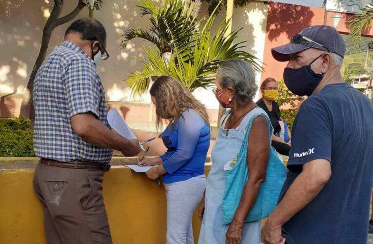 Macuteños entregaron firmas al Gobernador exigiendo la bolsa