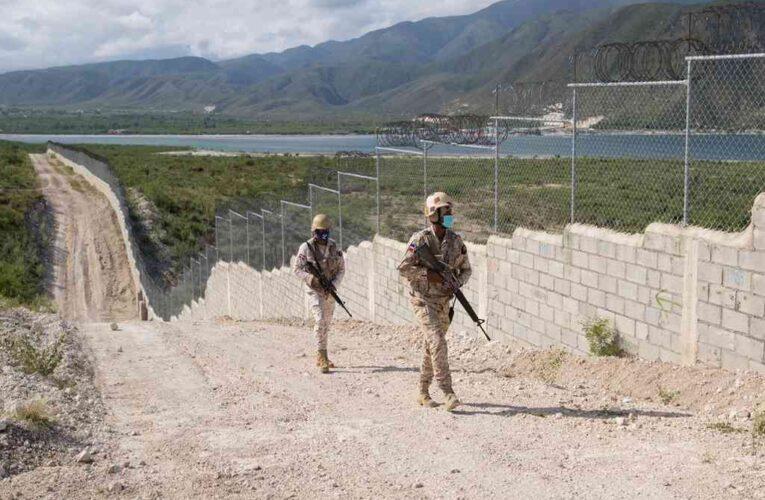República Dominicana levanta muro en frontera con Haití