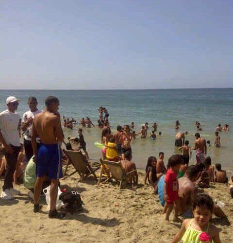 Casi se ahogan 2 niños en playa La Zorra