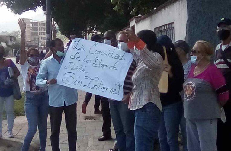 Vecinos de Pariata protestan después de 3 años sin internet