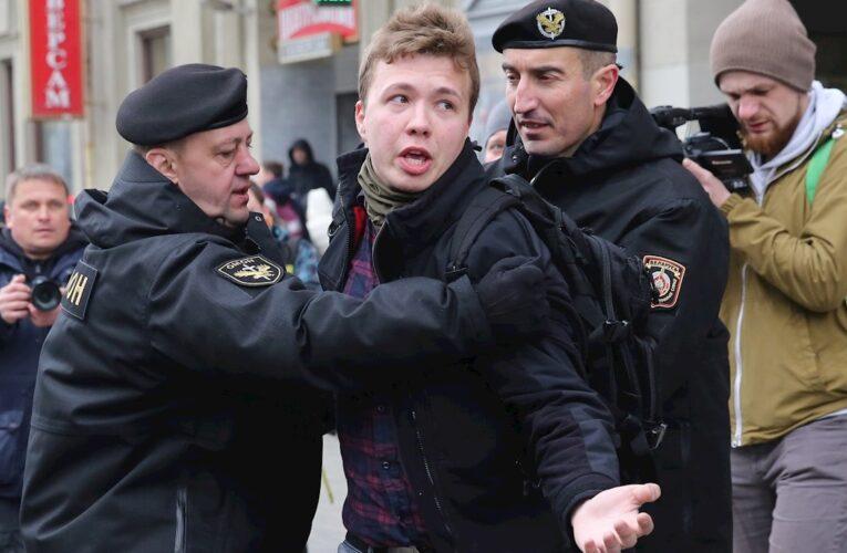 Bielorrusia obliga a avión a aterrizar y arresta a periodista