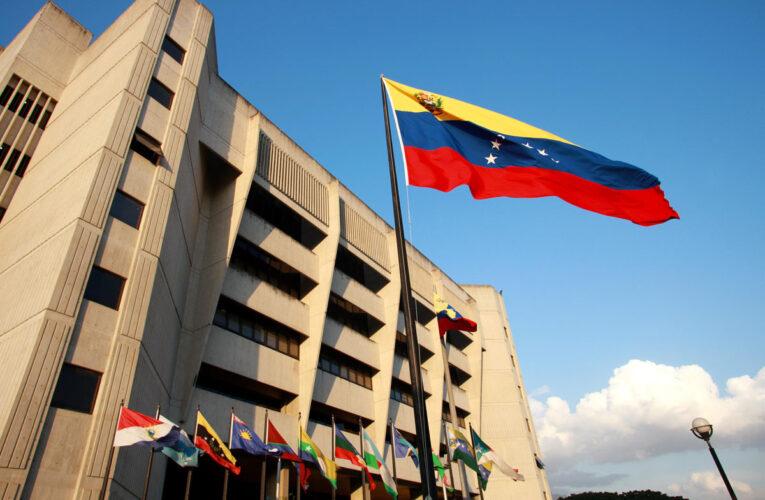 TSJ declara legal el pago de contratos en dólares