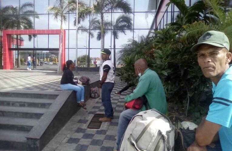 Sacaron del terminal a 12 pasajeros de La Costa que quedaron varados