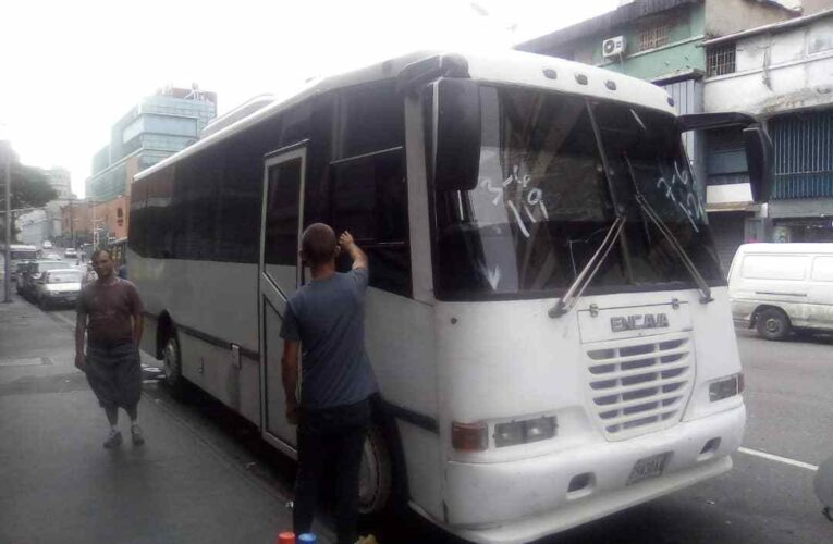 Gasoil solo para 5 buses recibe a diario la Caracas-La Guaira