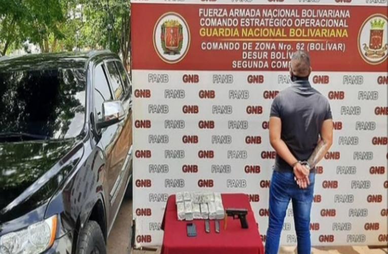 $650.000 en efectivo cargaba vendedor de armas del arco minero