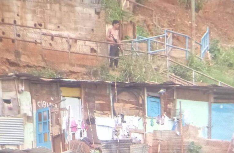 El Coqui y Mayeya construyen más garitas en La Vega