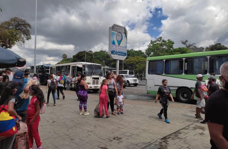 Surtieron a 40 buses de la Caracas-La Guaira