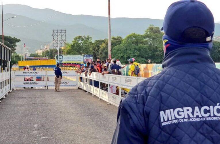 Venezolanos exigen abrir la frontera con Colombia