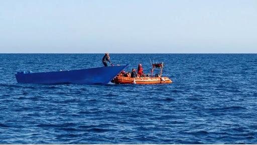 Hallan 20 muertos en barco a la deriva en el Caribe