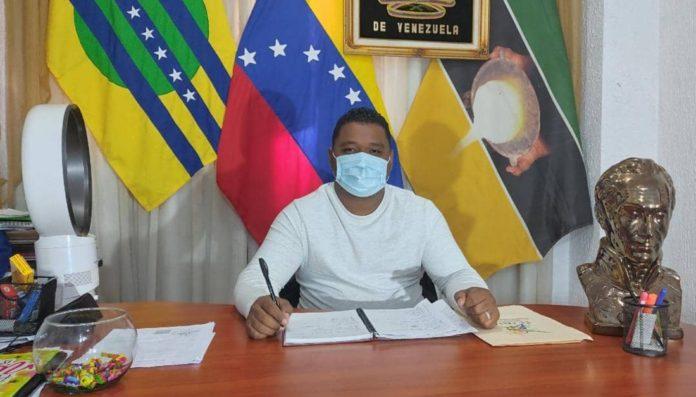 Alcalde de El Callao niega vinculación con doble feminicidio
