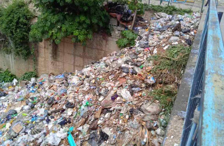 Quebrada de Mirabal repleta de basura