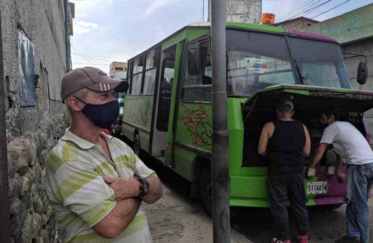 Empezaron a surtirle 100 litros de gasolina a los buses