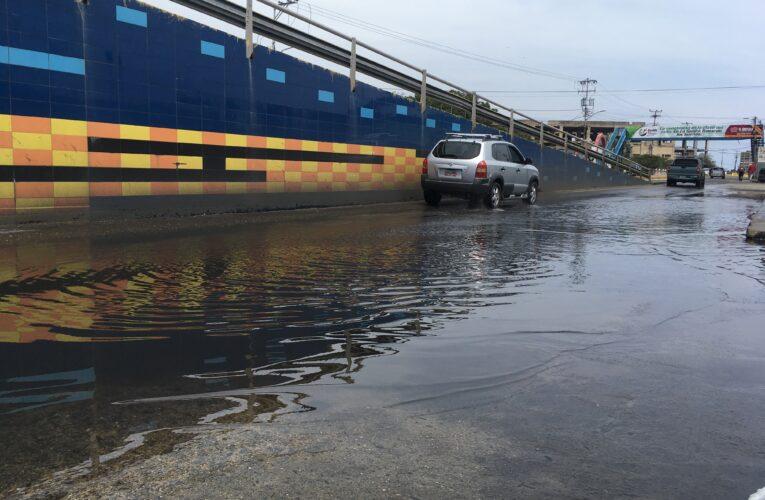 Avenida El Ejército se convirtió en un lago maloliente