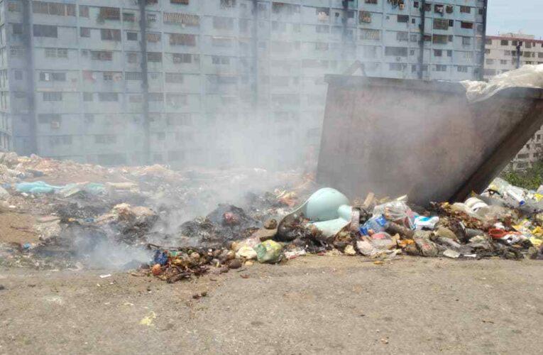 En la Alcabala Vieja queman la basura porque el aseo no pasa