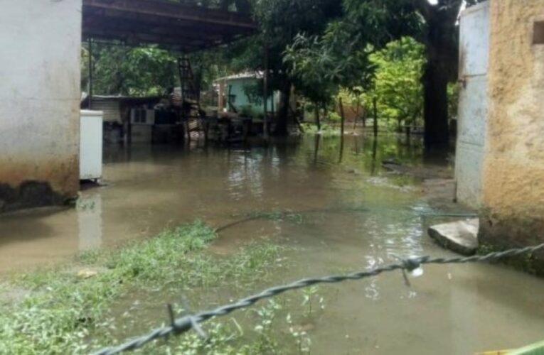 Lluvias causan estragos en 8 estados