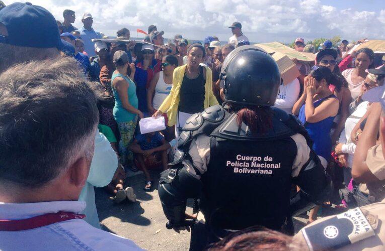 Detuvieron a 17 residentes de Los Roques que protestaron por gas y comida