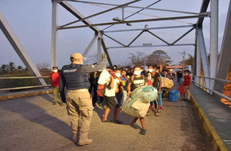 Expulsan a 80 migrantes venezolanos de EEUU