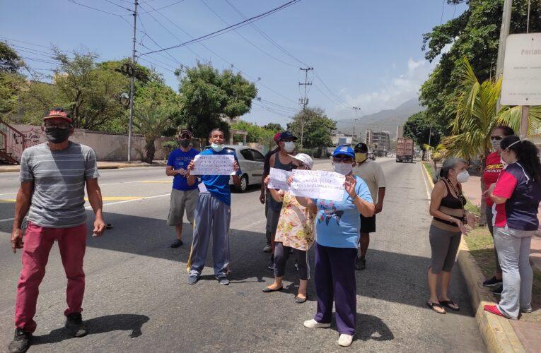 Trancazo en la avenida Soublette por falta de agua y gas en Pariata