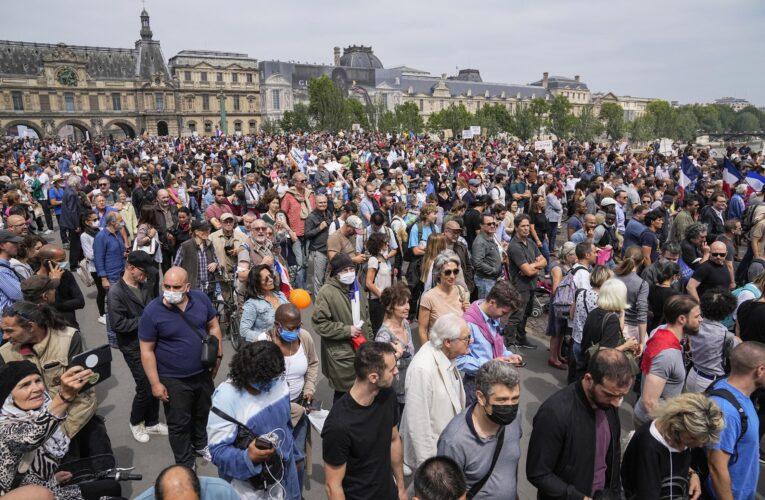 Miles protestaron en Francia contra vacunación y pases covid