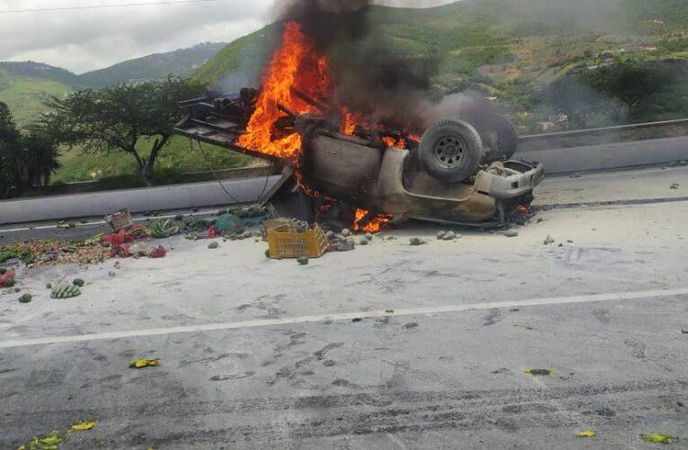 Comerciante chocó y murió calcinado en la Caracas-La Guaira