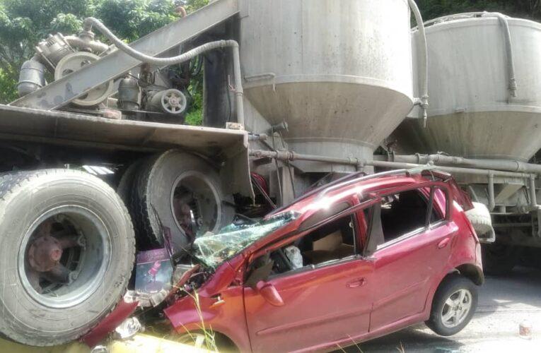 Gandola aplastó un carro en los Valles del Tuy