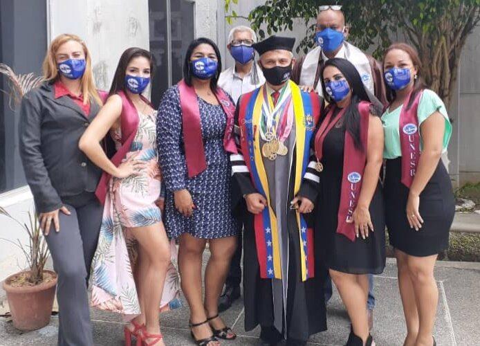 10 docentes y administradores egresan de la Unesr-Vargas